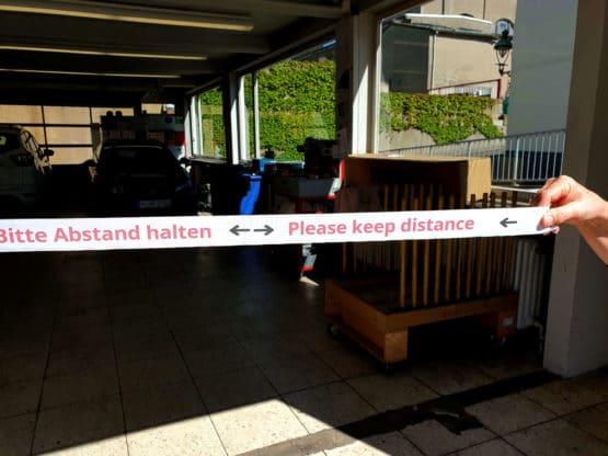 """Band """"Bitte Abstand halten"""", 1,5 m lang, inkl. Klettverschluss - corona-pandemiebedarf"""