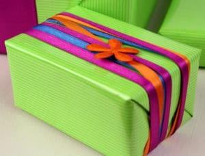 Geschenkverpackung mit Satinbändern - schön auch ohne Schleife - satinband, geschenkverpackung, geschenkband, basteltipps