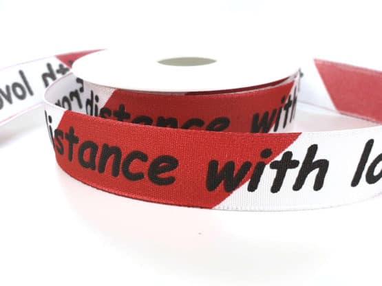 """Geschenkband """"from distance with love"""", 25 mm breit - geschenkband-fuer-anlaesse, dekoband-mit-drahtkante, corona-pandemiebedarf, bedrucktes-satinband, bedruckte-weihnachtsbander, anlaesse"""