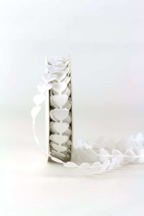 Herzengirlande, weiß, 15 mm breit - hochzeitsbaender