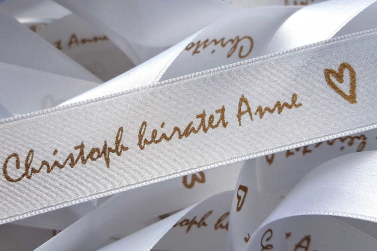 Hochzeitsbänder aus Satinband mit Namen bedrucken lassen - personalisierte-bander, hochzeitsdekoration