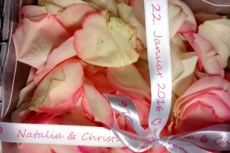 Hochzeitsband mit Namen für's Blumenkörbchen - personalisierte-bander, hochzeitsdekoration