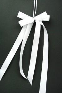 Hochzeitsschleife zweifach lang 199x300 Tips für Hochzeitsschleifen Satinband günstig kaufen