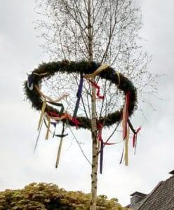 Maibaumbänder aus Satin - so gelingt der Maibaum - satinband, maibaum, deko