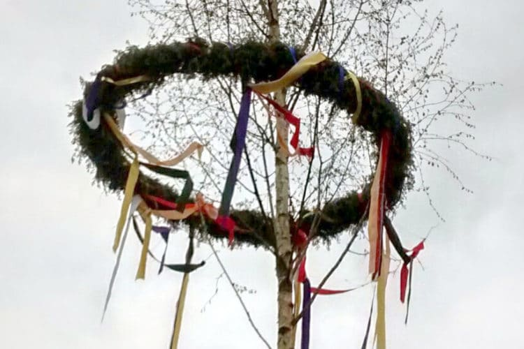 Maibaumbänder aus Satinband - damit der Maibaum gut wird - satinband, maibaum, deko