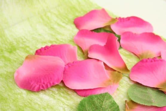 Textile Rosenblütenblätter dunkelrosa - streuartikel, hochzeitsaccessoires