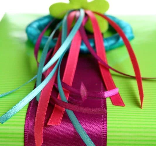 Geschenke kann man wirklich toll mit Satinband einpacken