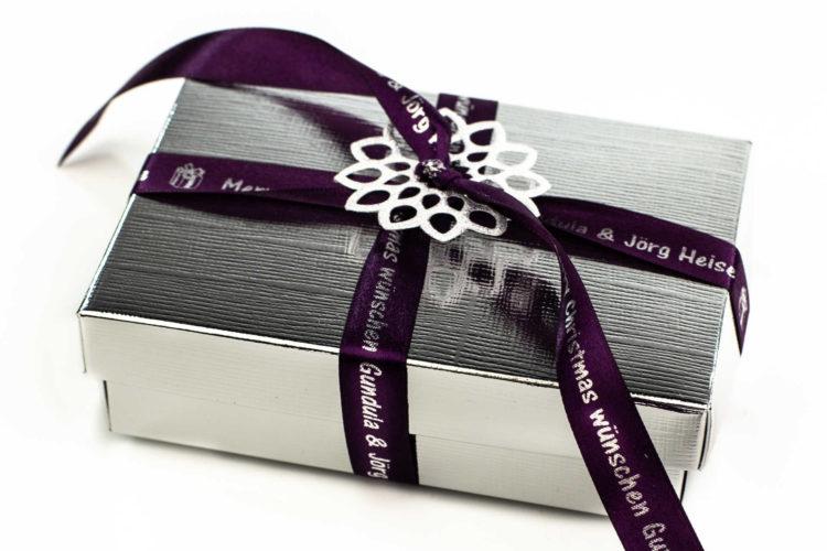 Weihnachtsgeschenke individuell verpacken - personalisierte-bander, gift-wrapping, geschenkverpackung